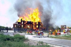 результате артиллерийского обстрела сгорел Благовещенский храм в Горловке