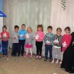 Дети подарили нам красивых рождественских ангелочков.