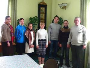 Ребята с тренером в воскресной школе после Литургии.