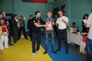 Даниил Галка с наградой за 1 место.
