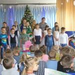Дети рассказывают стихи о Рождестве.